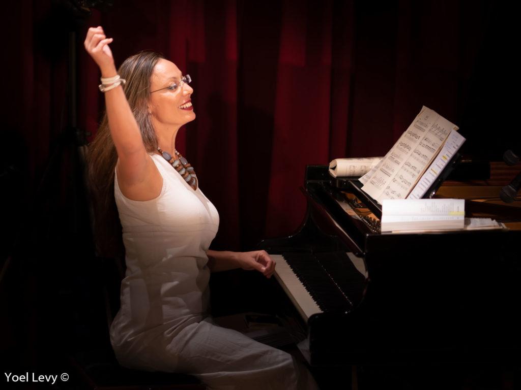 """לעשות אהבה עם הצלילים ד""""ר אורית וולף פסנתרנית עונה חדשה עם הפסנתרנית הבין- לאומית והיוצרת ד""""ר אורית וולף, זוכת פרס קאן לאמנויות"""